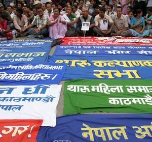 Janajati - gruppi etnici locali nepalesi che chiedono uno stato secolare, dimostrazione davanti a Singha Durbar.