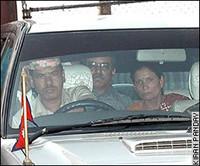 Prachanda arriva al meeting su un'auto governativa