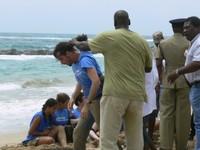 La polizia di Santt Kitts arresta un attivista di Tropico Verde che manifestava contro la riapertura della caccia alle balene.