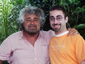 Beppe Grillo, sostenitore della petizione, ed Andrea D'Ambra