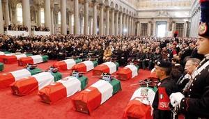 Un'immagine dei funerali di Stato per le vittime di Nassirya