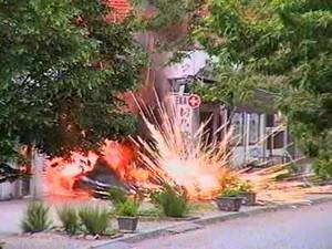 L'esplosione di una singola cluster bomb