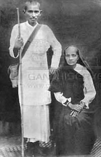 Gandhi con la moglie in Sud Africa.