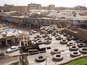 Dall'alto del castello, i tetti delle case. Sullo sfondo la zona dei bazar.