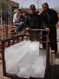 Col triciclo il trasporto del ghiaccio