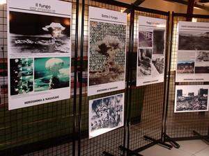 """Settembre 2005. A Campi Bisenzio (FI) la prima tappa della mostra fotografica itinerante """"La lunga ombra del sole di Hiroshima""""."""