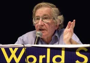 foto di Noam Chomsky al World SOcial Forum 2003