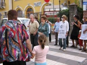 la protesta scende in piazza...