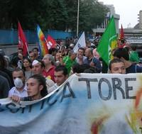 A Taranto sfila il corteo contro il rigassificatore