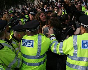 Un'immagine della manifestazione. Si noti che la maggior parte dei manifestanti sono adolescenti.