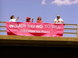 women say no to war  Foto di flora mutata licenza creative commons