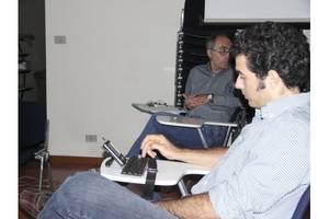 Ecco Marco Trotta e il suo palmare con la tastiera a fisarmonica :-)