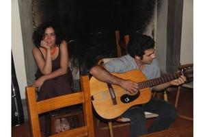 Un'immagine romantica davanti al caminetto... :-)
