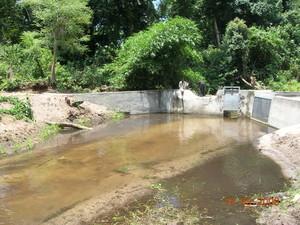 Qui c'è la centrale idroelettrica che consente di pompare l'acqua fino a Kimbau. Il progetto è stato finanziato e sostienuto dall'Aifo (Associazione Italiana Amici di Raoul Follereau).