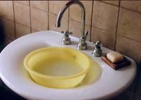 Bacinella per il riutilizzo domestico dell'acqua grigia.