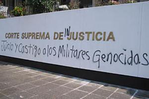 Scritta che chiede giustizia
