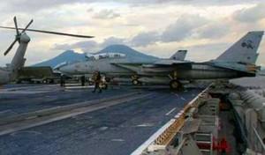 Mezzi militari nel Golfo di Napoli
