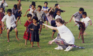 Alcuni bambini di strada nepalesi a Pokhara durante una lezione di karate.