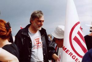 Gino Strada alla marcia della pace Perugia-Assisi il 12 Maggio 2002