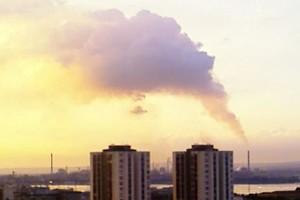 Nube di fumo proveniente dall'Ilva di Taranto. L'immagine è stata scattata il 1° aprile 2007 alle 18.45 dal 17° piano di un palazzo sito a Taranto in via Forleo.