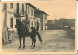 Tenuta di Tor Mancina, 1944. Paolo Sabbetta a cavallo all'interno della tenuta.
