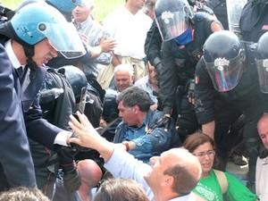 Serre, scontri con i manifestanti