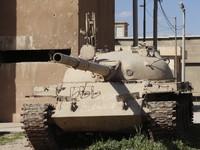 """Un tank impolverato assieme ad altri, a Sulaymanya in una sorta di """"museo dei ricordi"""". Ricordi dell'Anfal, la strage della popolazione maschile dai 14 ai 70 anni in migliaia di villaggi dispersi tra le montagne, che portò l'alterazione di equilibri socia"""