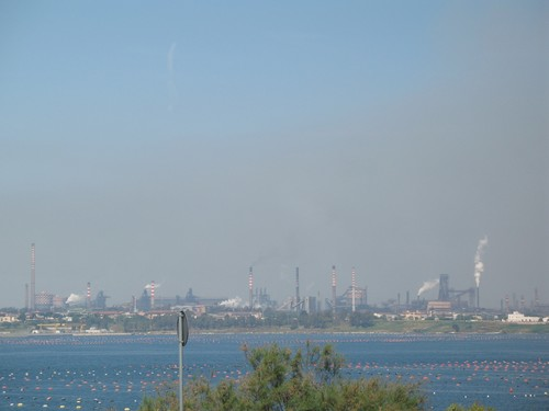 Foto dell'ILVA di Taranto scattata dal Ponte Punta Penna, 12 maggio 2007