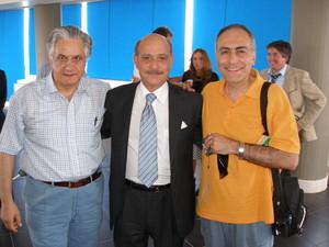 Da sinistra: Giovanni Marichecchia (PeaceLink), Jeremy Rifkin, Alessandro Marescotti (PeaceLink). Incontro a Monopoli, 22 giugno 2007