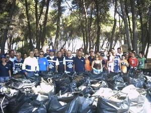I volontari e le 4 tonnellate di rifiuti raccolti