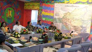 Il presidente Ortega durante la riunione d'emergenza