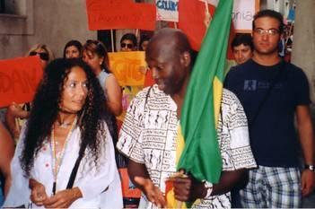 Agnese Ginocchio e l'amico dall'Africa, durante un momento della Marcia per la Pace e la cultura fra i popoli. Sant'Agata dei Goti (Benevento) Agosto 2007