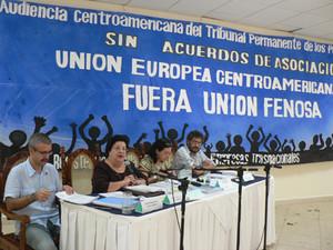 I quattro giudici del TPP ascoltano le denunce contro Unión Fenosa