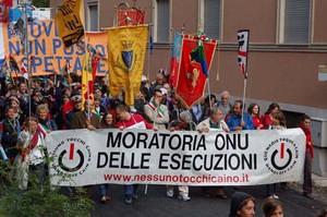Foto della Marcia Perugia-Assisi 2007 - striscione sulla moratoria delle esecuzioni